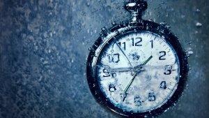 clocks-time-bubbles-underwater