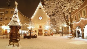 italia-snow-house-winter-hotel-resort-val-gardena-city-landscape