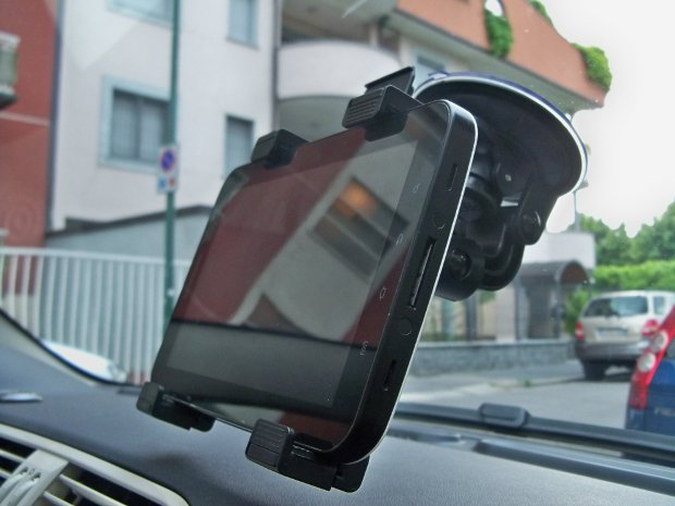 Recensione supporti da auto per tablet techly tuttoandroid for Supporto auto tablet 7 pollici