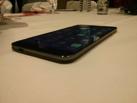 Intex octacore smartphone microUSB